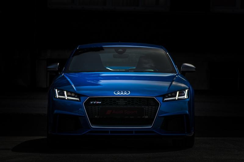 Audi-TT-Rs-Fond-Noir2.jpg.37a7f4d1df915a7f4a8b0d1dd919f551.jpg