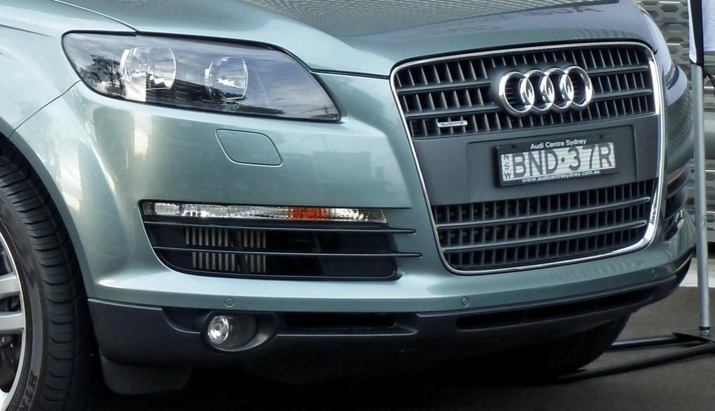 2007_Audi_Q7_3.0_TDI_quattro_01.jpg