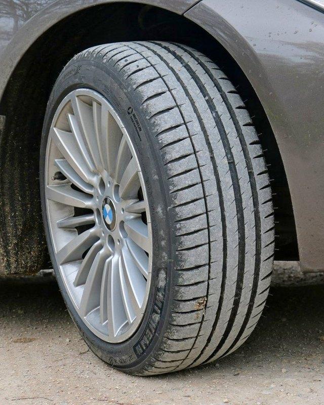 BMW-Serie-3-F30-Michelin-Pilot-Sport-4.thumb.jpg.7a664ce6c5d8f6345158fc42e040aba9.jpg
